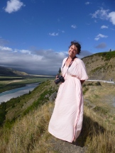 Dee capturing the New Zealand landscape with her Canon EOS 5d