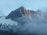 Glimpsed the rugged peaks through the sunrise and mist along the Milford Road on our way top our kayak adventure