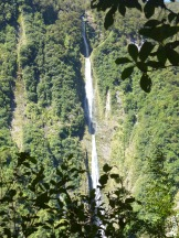 This spectacular waterfall is just a short hike from the parking area at the trailhead for the Hollyford Track