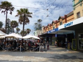 The Corso is the pedestrian street that links the Manly Wharf to Manly Beach. A mix of shops and restaurants catering to all sorts of folks